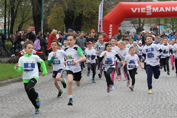 Ilustracja do informacji: Dycha po Żarach - impreza dla biegaczy