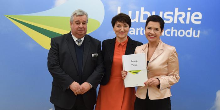 Ilustracja do informacji: Podpisanie umowy w Urzędzie Marszałkowskim na modernizacje kształcenia zawodowego w Powiecie Żarskim