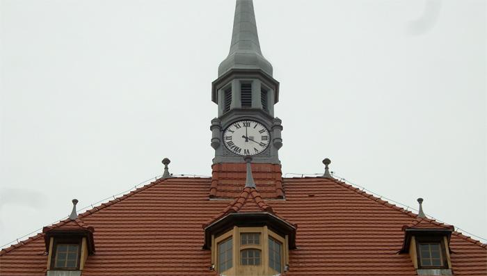 Ilustracja do informacji: Zakończono inwestycję wymiany pokrycia dachu na głównym budynku Centrum Kształcenia Zawodowego i Ustawicznego w Żarach