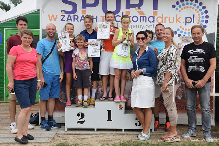 Ilustracja do informacji: Ogólnopolski Turniej Klasyfikacyjny Skrzatów i Skrzatek o Puchar Starosty Powiatu Żarskiego w tenisie ziemnym