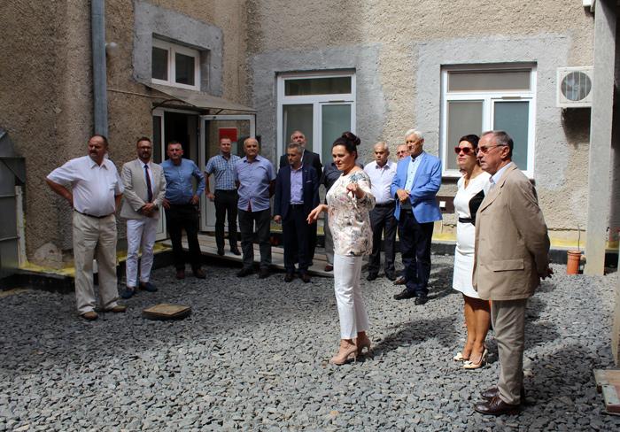 Ilustracja do informacji: Radni Powiatu Żarskiego z wizytą w powiatowym Szpitalu Na Wyspie w Żarach