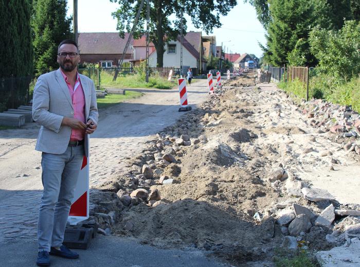 Ilustracja do informacji: Przebudowa drogi powiatowej w gminie Trzebiel, Strzeszowice – Jędrzychowice, ruszyła pełną parą!