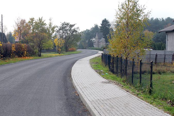 Ilustracja do informacji: Przebudowa chodnika w ciągu drogi powiatowej nr 1096F w m. Lipinki Łużyckie