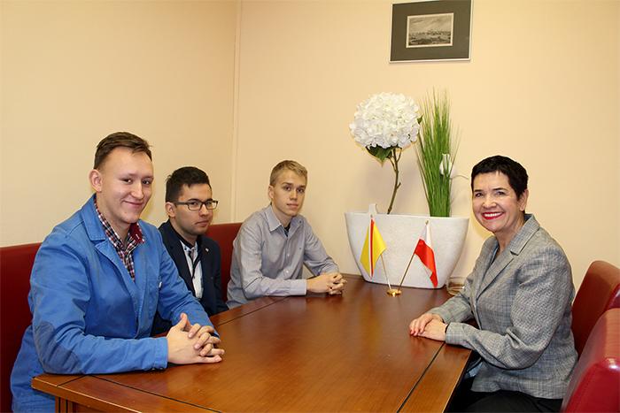 Ilustracja do informacji: Młodzi działają dla Niepodległej! Spotkanie Wicestarosty Małgorzaty Issel z uczniami szkół ponadgimnazjalnych