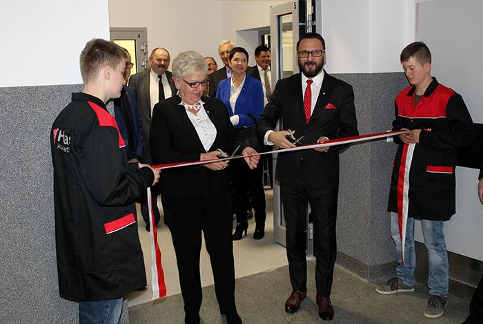 Ilustracja do informacji: Uroczyste otwarcie nowoczesnych pracowni do nauki zawodu w Centrum Kształcenia Zawodowego i Ustawicznego w Żarach