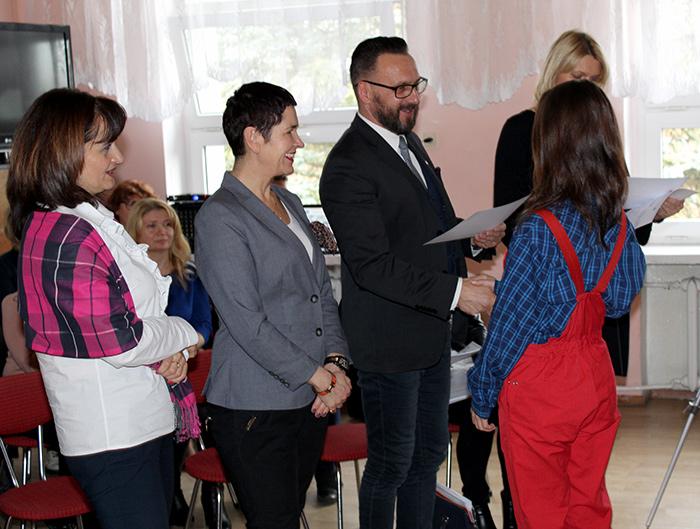 Ilustracja do informacji: Certyfikaty w Zespole Szkół Ogólnokształcących i Technicznych w Żarach rozdane