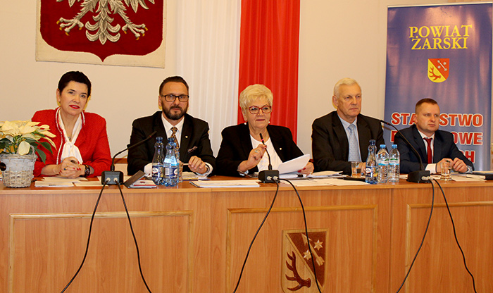 Ilustracja do informacji: Radni przyjęli budżet na 2018 rok - XXXIV sesja Rady Powiatu Żarskiego