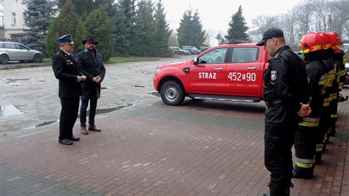 Ilustracja do informacji: Przekazanie pojazdu rozpoznawczo-ratowniczego Ford Ranger do Jednostki Ratowniczo-Gaśniczej PSP w Lubsku