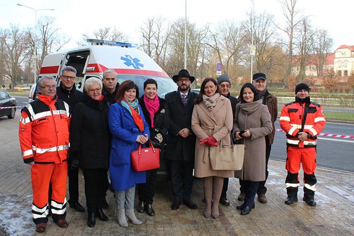 Ilustracja do informacji: Nowy ambulans w powiatowym Szpitalu Na Wyspie w Żarach!