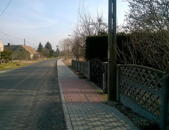 Ilustracja do informacji: Nowy chodnik w Niwicy oddany do użytku!