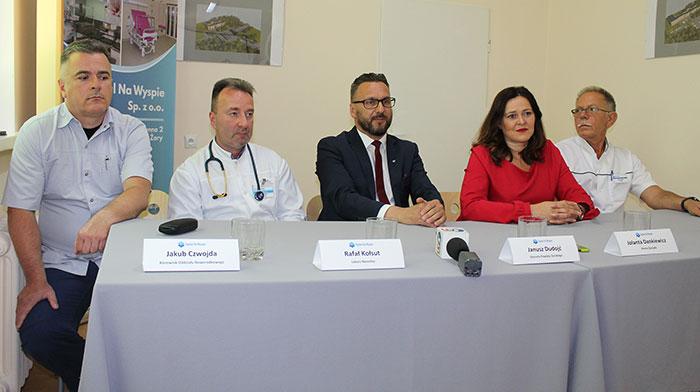 Ilustracja do informacji: Konferencja prasowa dotycząca nowych perspektyw powiatowego szpitala Na Wyspie w Żarach