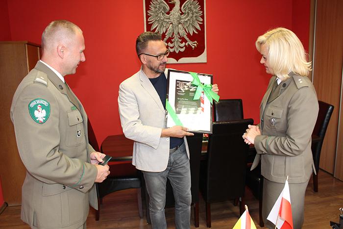 Ilustracja do informacji: Starosta Żarski odznaczony przez Komendanta Nadodrzańskiego Oddziału Straży Granicznej