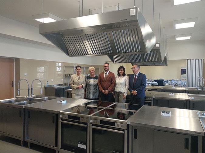 Ilustracja do informacji: Nowoczesna pracownia gastronomiczna w Zespole Szkół Ogólnokształcących i Technicznych w Żarach czeka na kucharzy!
