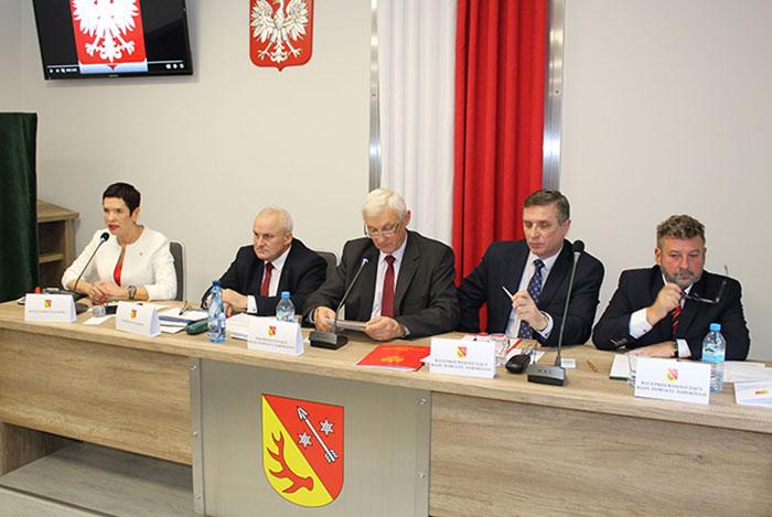 Ilustracja do informacji: Inauguracyjna sesja Rady Powiatu Żarskiego VI kadencji 2018-2023