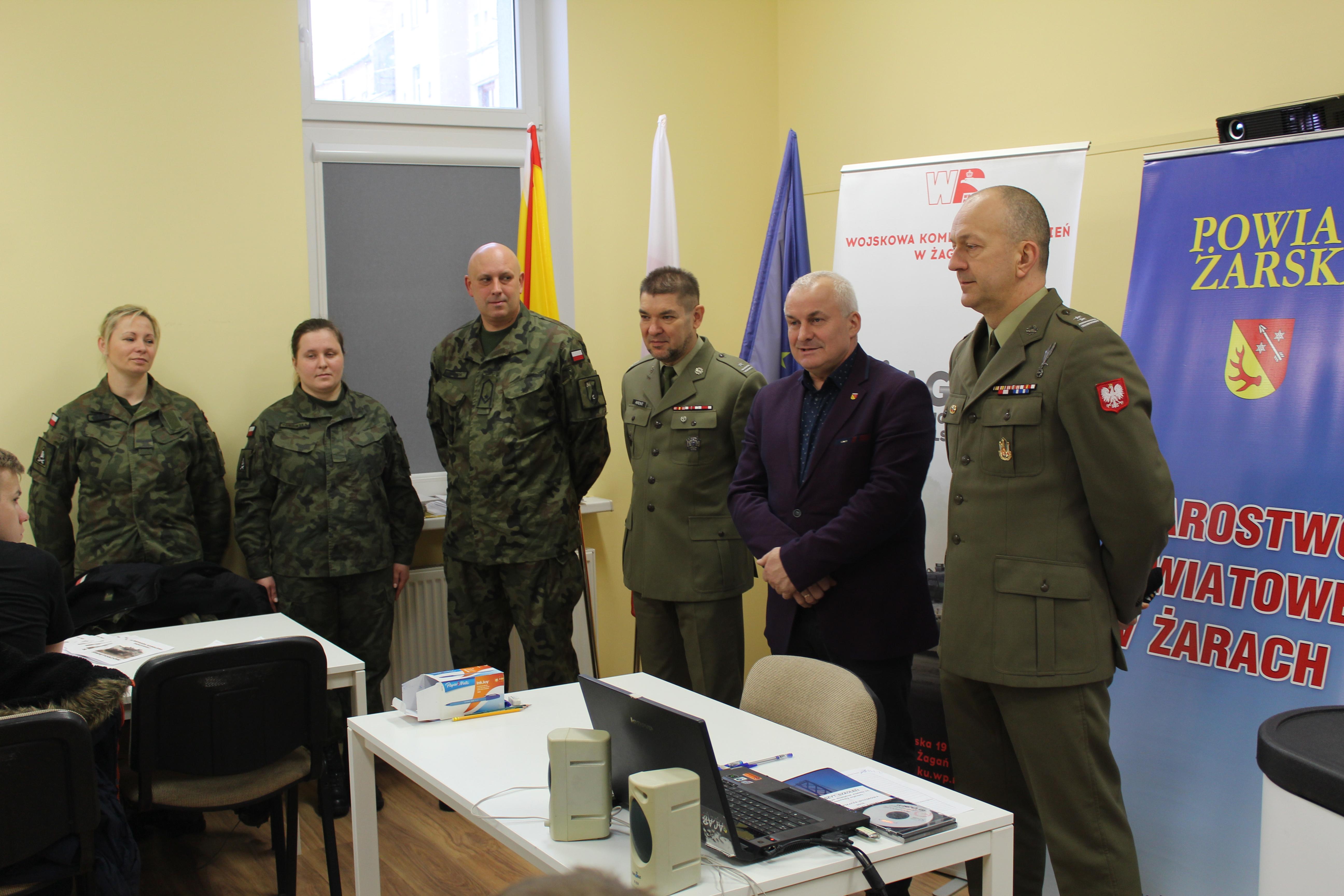 Ilustracja do informacji: Kwalifikacja Wojskowa w Powiecie Żarskim rozpoczęta!