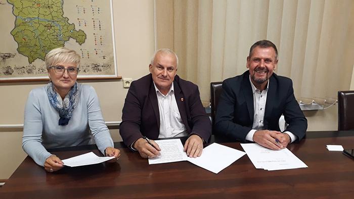 Ilustracja do informacji: Spotkanie Starosty Żarskiego Józefa Radziona z władzami powiatu żagańskiego