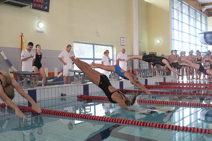 Ilustracja do informacji: Mistrzostwa Powiatu Żarskiego szkół ponadpodstawowych w pływaniu
