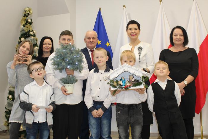 Ilustracja do informacji: Świąteczne odwiedziny Małych Kolędników