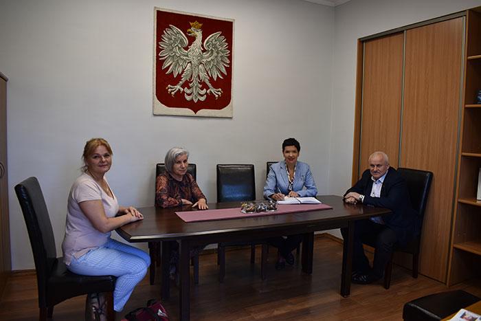 Ilustracja do informacji: Spotkanie Starosty i Wicestarosty z Panią Dyrektor Powiatowego Domu Dziecka w Lubsku