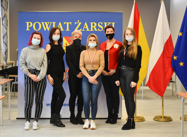 Ilustracja do informacji: Laureaci konkursu młodych talentów fryzjerskich #youngstylistawards.