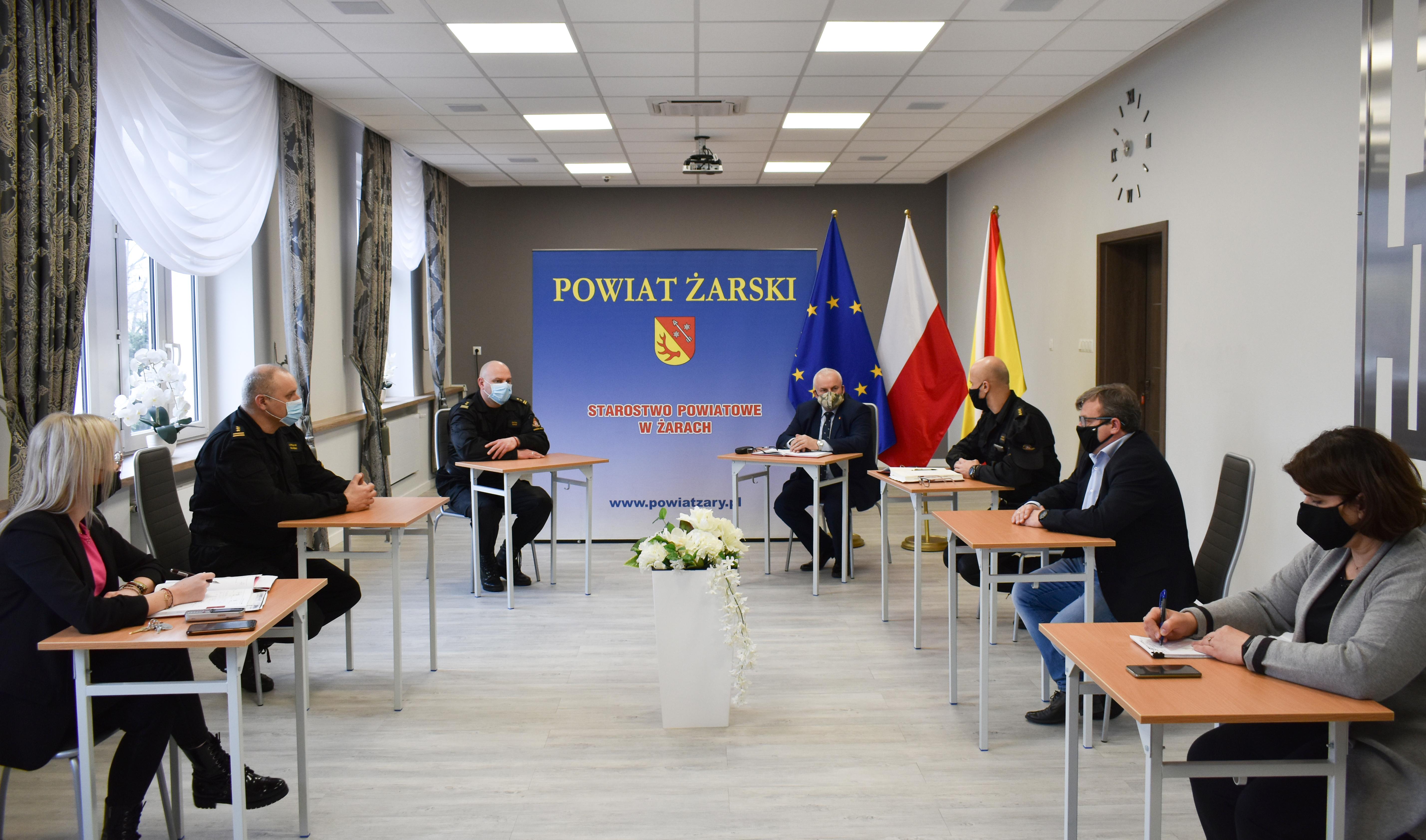 Ilustracja do informacji: Spotkanie Starosty z Zastępcą Lubuskiego Komendanta Wojewódzkiego PSP i Komendantem Powiatowym PSP w Żarach.