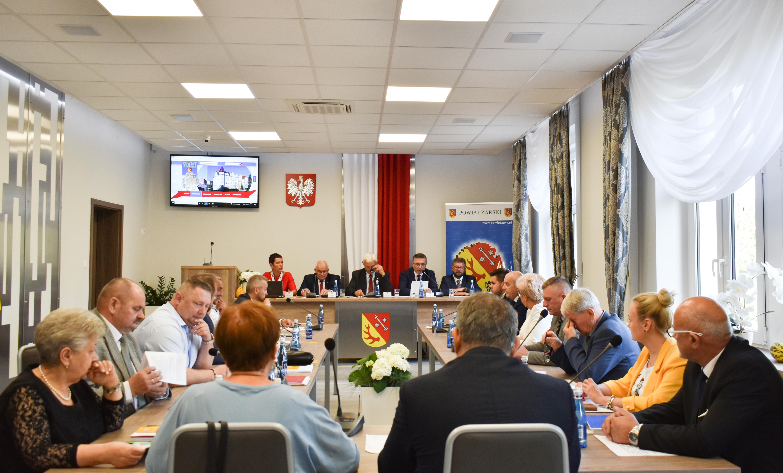 Ilustracja do informacji: Nadzwyczajna sesja Rady Powiatu Żarskiego