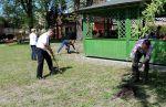 Miniatura zdjęcia: Prace w ogrodzie przy filii Szpitala Na Wyspie oraz DPS-u w Lubsku